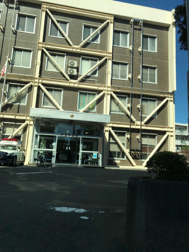 戸塚警察署の外観を写した写真画像